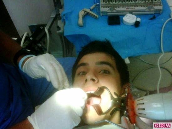 David-Archuleta-at-the-Dentist-via celeb buzz