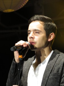 david archuleta very serious singing at mike credit shelley Fans of David