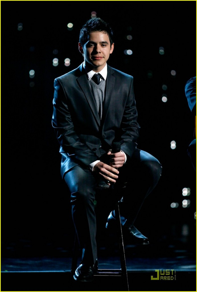 David Archuleta performas at the 2009 ALMA Awards