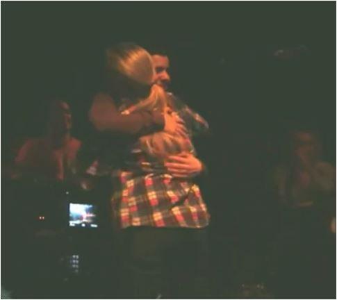 A hug for Leslie Roy *cap credit me* vid VWilliams 1231