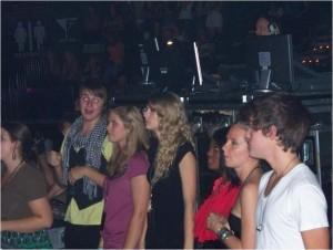 Nashville 2009 Taylor Swift watching David credit Virginia