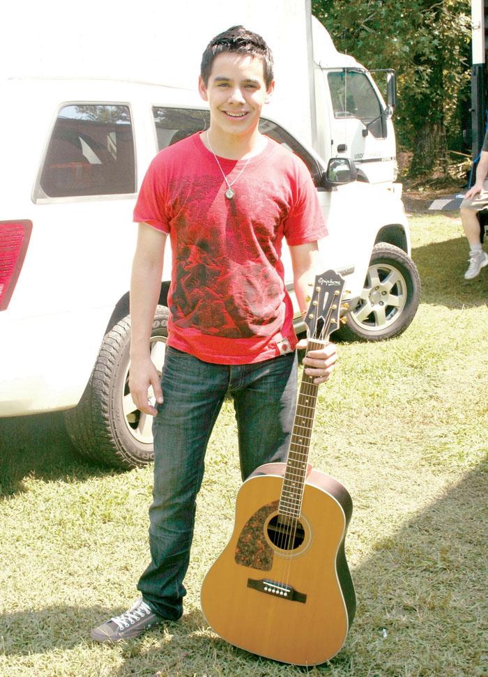 20080820-Archuleta_David guitar red