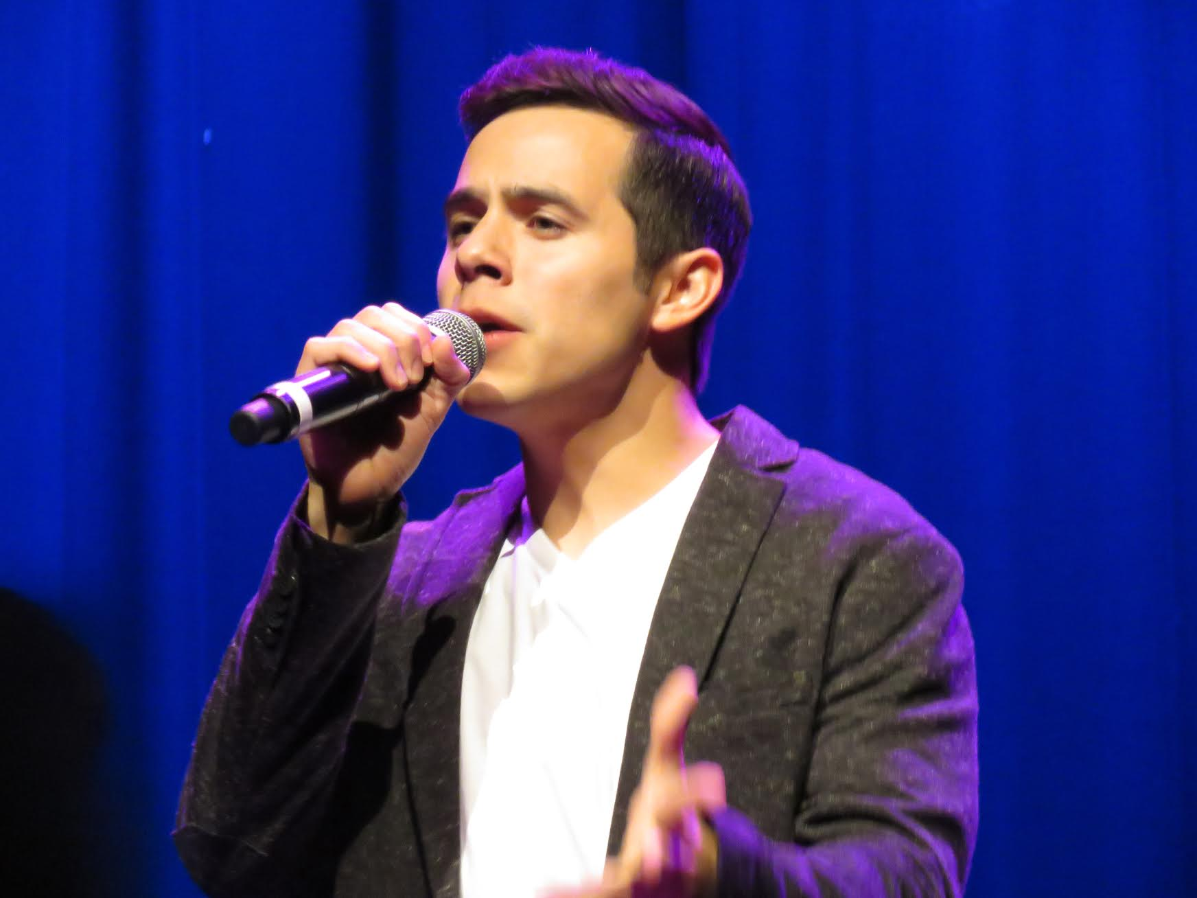 David Archuleta open hand singing credit Shelley Fans of David